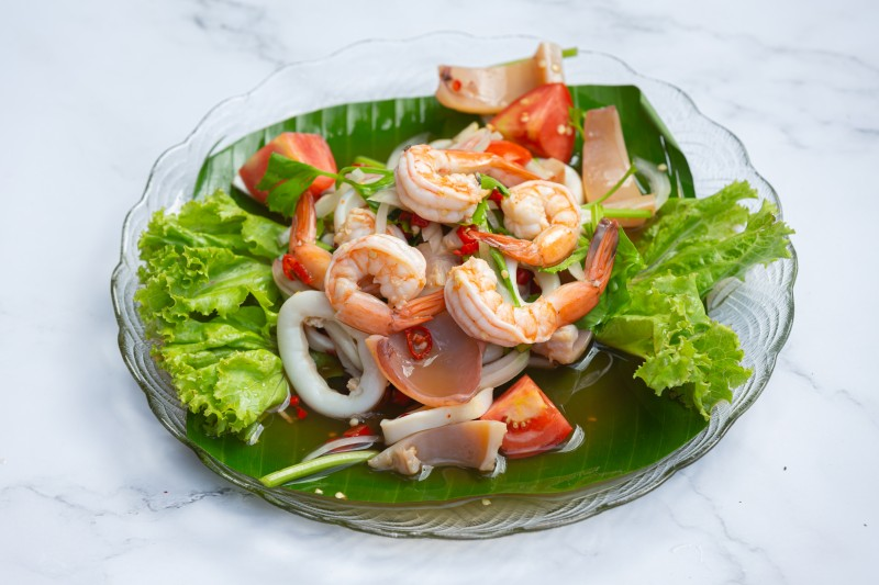 Great-Caesar-Salad-with-Lobster-and-Shrimp